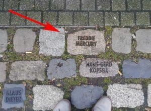 Freddie Mercury Gedenkstein in Dortmund (Stadtgarten)